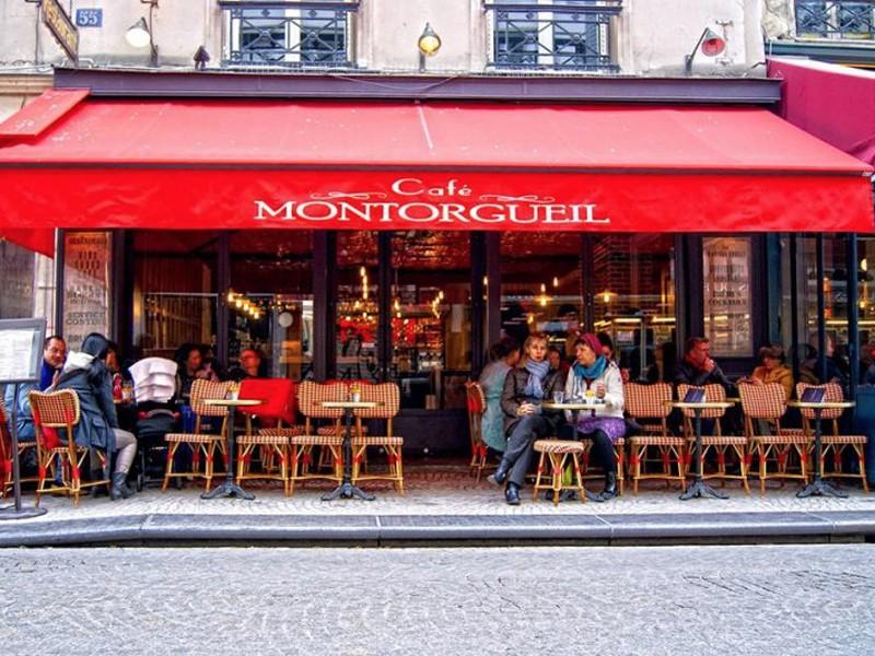 Paris - La Rue Montorgueil - Phil Roberts