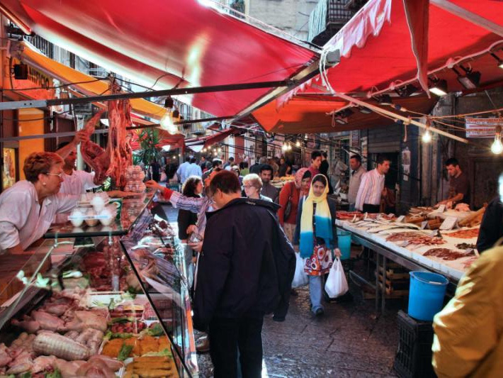 palermo_italy_-_october_25_people_shop_at_local_market_on_octobe